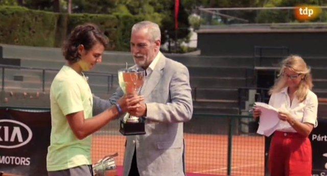 Entrega del trofeo al ganador del 16ª torneo Internación Memoria