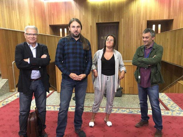 Los diputados del Grupo Común da Esquerda Manuel Lago, Xan Xove, Luca Chao y el exalcalde de A Coruña Xulio Ferreiro