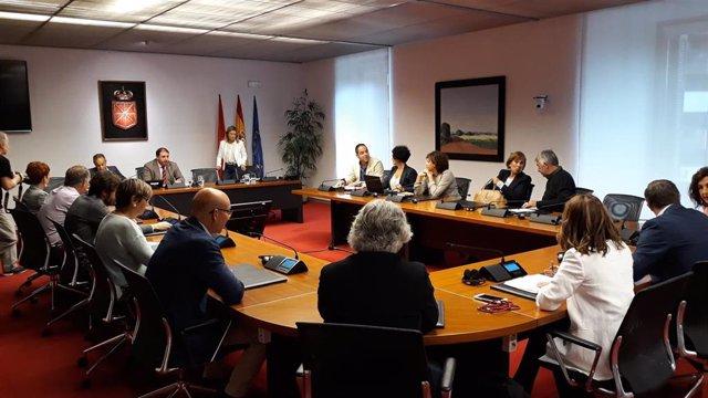 Constitución de la comisión de Régimen Foral en el Parlamento de Navarra.