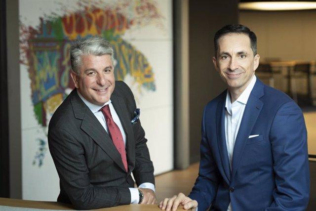 Juan Pedro Moreno, presidente de Accenture España, Portugal e Israel y Pedro Agudo, CEO y cofundador de Pragsis Bidoop.