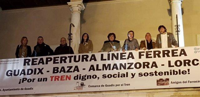 Pancarta por la reapertura de la línea Guadix-Baza-Lorca, en una imagen de archivo