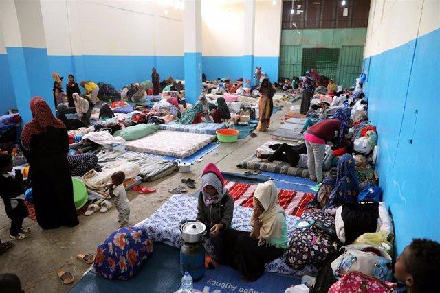 Migrantes en un centro de detención en Zawiya, cerca de Trípoli