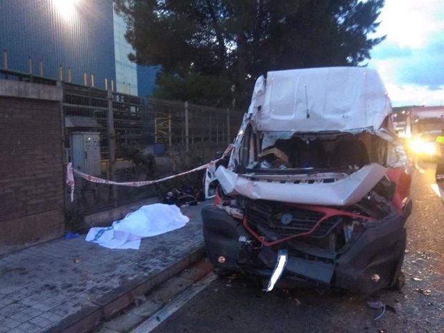 El conductor d'una furgoneta ha mort després d'una col·lisió en la B-225 al seu pas per Castellbisbal (Barcelona).