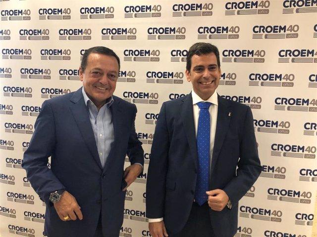 El consejero José Ramón Díez de Revenga (derecha) junto al presidente de Croem, José María Albarracín (izq)