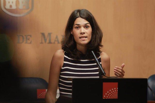 La portavoz de Unidas Podemos en la Asamblea de Madrid, Isa Serra, ofrece declaraciones a los medios de comunicación