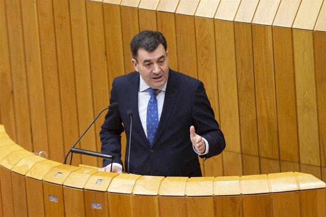 El conselleiro de Cultura e Turismo, Román Rodríguez, comparece en el Parlamento de Galicia