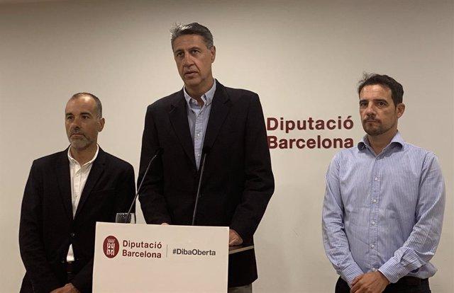 Xavier García Albiol (PP), acompanyat per Dani Gracia (esquerra) i Manu Reyes (dreta)