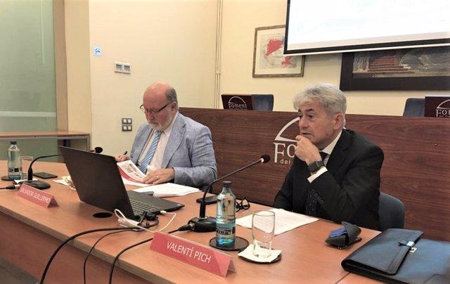 El director del departamento de Economía de Foment del Treball, Salvador Guillermo, y el presidente de la comisión de Economía y Fiscalidad, Valentí Pich