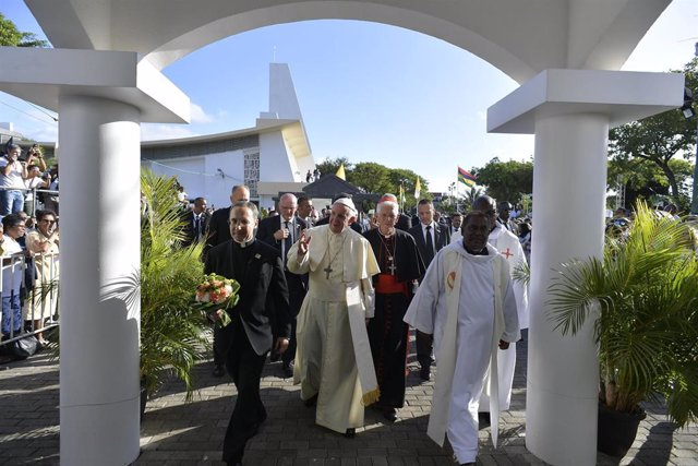 Sept. 9, 2019 -  Mauritus:  Pope Francis waves after visiting the Shrine of Pere Laval, a 19th century French missionary who ministered to freed slaves, in Port Louis, Mauritius (CPP/CONTACTO)