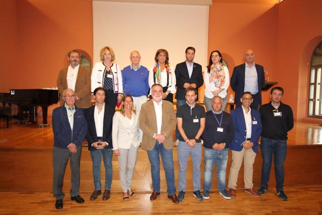 Roberto Varona, reelegido presidente de la Federación Riojana de Municipios, junto al resto de miembros de la Ejecutiva