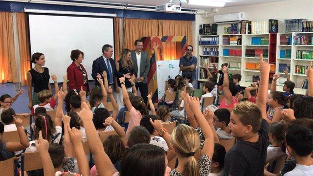 Sevilla.-Espadas destaca la apuesta por colegios, con 3 millones en obras de mej