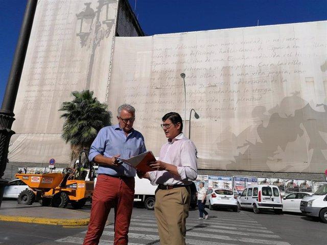 Álvaro Pimetel, junto al edificio de la Gavidia