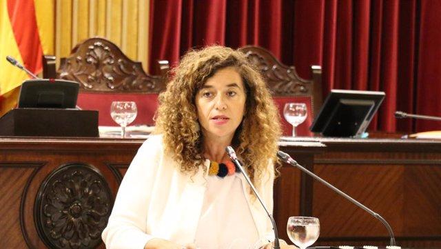 La portaveu del Govern, Pilar Costa, durant una intervenció al primer ple de la legsilatura.