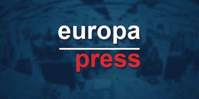 Ardilla olisqueando una flor