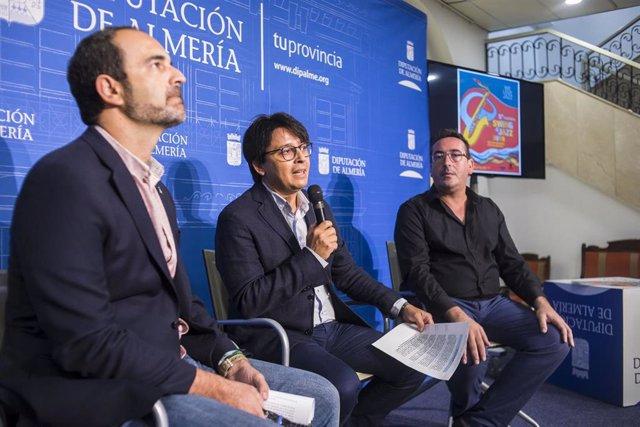 El diputado provincial de Cultura y Cine, Manuel Guzmán; el alcalde de Carboneras, José Luis Amérigo, y el músico y presidente de la Fundación Indaliana para la Música y las Artes, más conocida como Clasijazz,  Pablo Mazuecos.