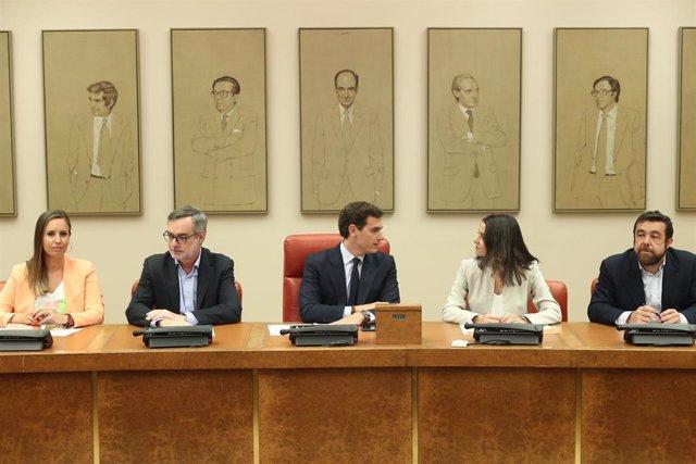 Los diputados del Grupo Parlamentario Ciudadanos (I-D) Melisa Rodríguez, José Manuel Villegas, Albert Rivera, Inés Arrimadas y Miguel Gutiérrez durante una reunión en el Congreso de los Diputados.