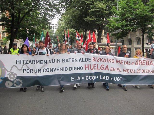 Imagen  de trabajadores del Metal de Bizkaia durante una manifestación en Bilbao (archivo)