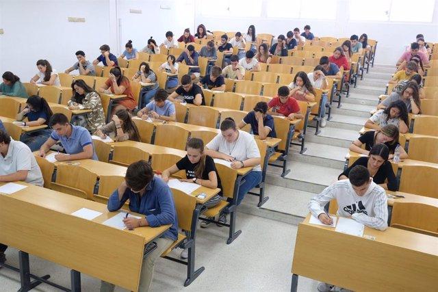 Examen de la convocatoria de septiembre de Selectividad en la Universidad de Sevilla.