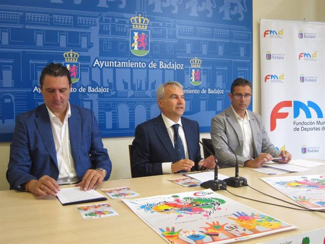 El alcalde de Badajoz, Francisco Javier Fragoso, presenta las Escuelas Deportivas Municipales