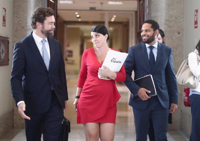 Los diputados de Vox, Iván Espinosa de los Monteros, Macarena Olona e Ignacio Garriga se dirigen a la Junta de Portavoces del Congreso de los Diputados en Madrid (España), a 10 de septiembre de 2019.