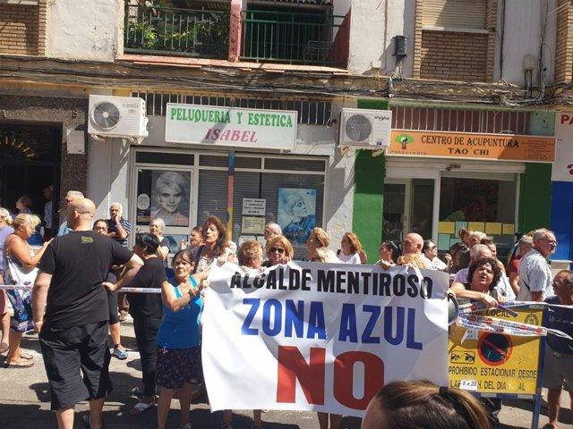 Vecinos se manifiestan contra la implantación del SARE en Cruz de Humilladero.