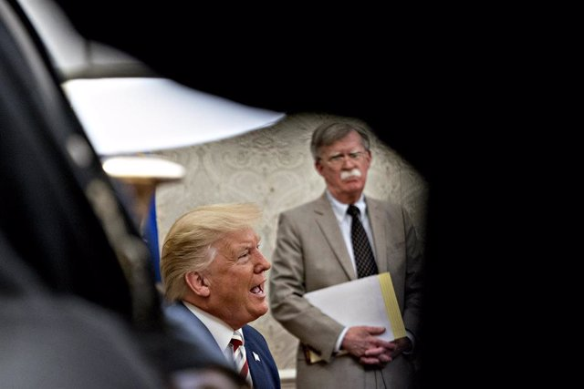 Donald Trump y John Bolton