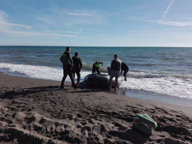 Llegada de una patera con dos fallecidos a Vélez-Málaga