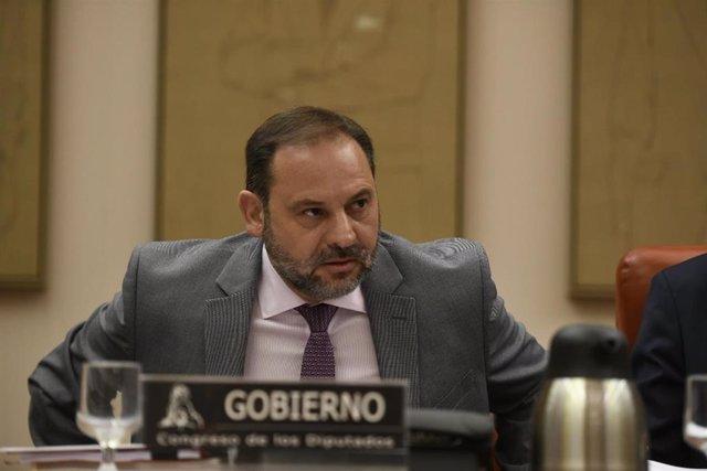 El ministro de Fomento, José Luis Ábalos, comparece en la Comisión de Fomento del Congreso