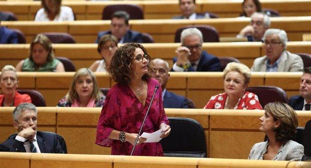 La ministra de Hacienda en funciones, María Jesús Montero, ante el Pleno del Senado