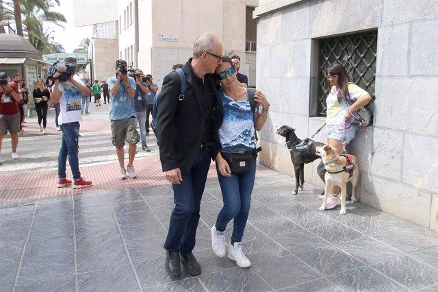Patricia Ramírez (d), madre del niño Gabriel Cruz, llega a la Audiencia Provincial de Almería, en la segunda sesión del Juicio contra Ana Julia Quezada.