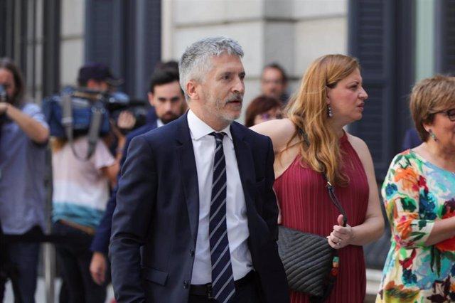 El ministro del Interior en funciones, Fernando Grande- Marlaska, llega al Congreso los Diputados horas previas a la segunda votación para la investidura del candidato socialista a la Presidencia del Gobierno.
