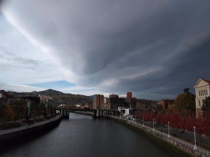 Nubes y claros en Euskadi este miércoles, con algún chubasco en la costa