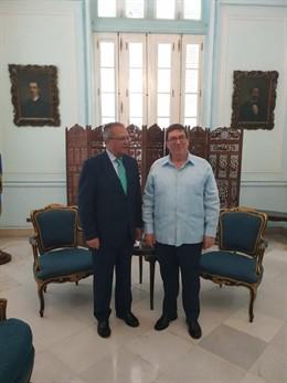 El secretario de Estado de Cooperación y para Iberoamérica y el Caribe, Juan Pablo de Laiglesia (izda), con el ministro cubano de Relaciones Exteriores, Bruno Rodríguez