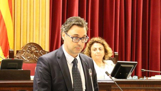 El portaveu del Grup Parlamentari Popular, Antoni Costa, en una intervenció en el primer ple de la legislatura.