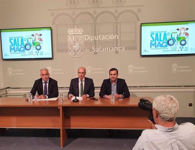Los diputados Jesús María Ortiz (izquierda) y Antonio Labrador (derecha) junto al presidente de la Diputación Provincial, Javier Iglesias (centro).