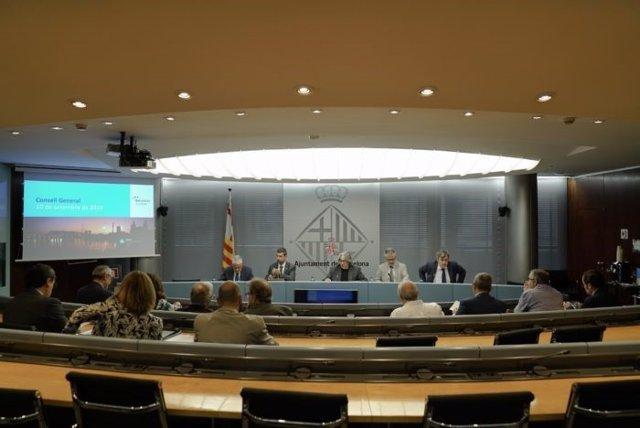 El Consejo General de Turisme de Barcelona ha celebrado este martes en el Ayuntamiento su primera reunión con los nuevos miembros del mandato