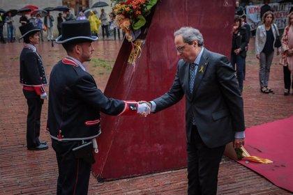 Torra, recibido con gritos de 'traidores' y de 'presidente' en la ofrenda floral al Fossar