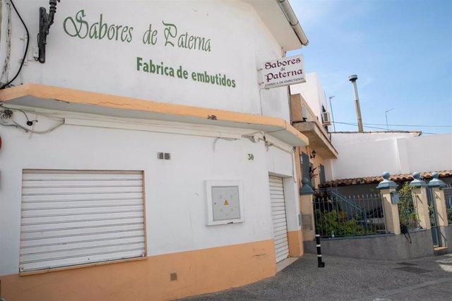La fábrica 'Sabores de Paterna' tras quedar precintada.