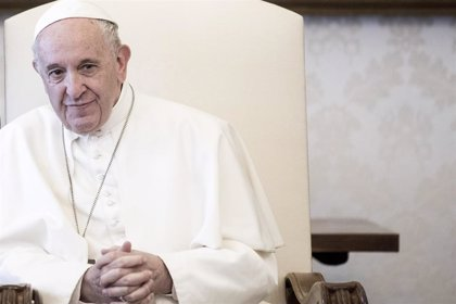 """El Papa: """"Iré a España si sigo vivo, pero la prioridad son los países pequeños"""" de Europa"""