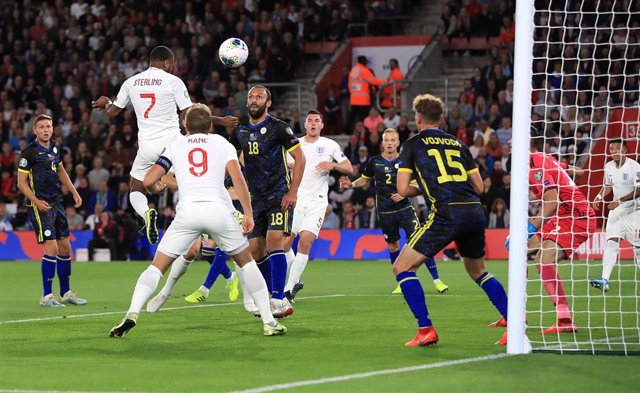 10 September 2019, England, Southampton: England's Raheem Sterling (2nd L) scores his side's first goal during the UEFAEURO 2020 qualifiers Group A soccer match between England and Kosovo at St Mary's Stadium. Photo: Adam Davy/PA Wire/dpa