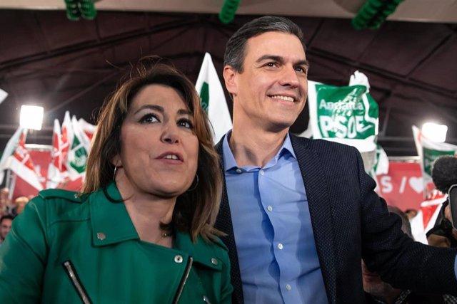 El secretario general del PSOE y presidente del Gobierno, Pedro Sánchez (d) y la secretaria general del PSOE-A, Susana Díaz (i) participan en un acto público.