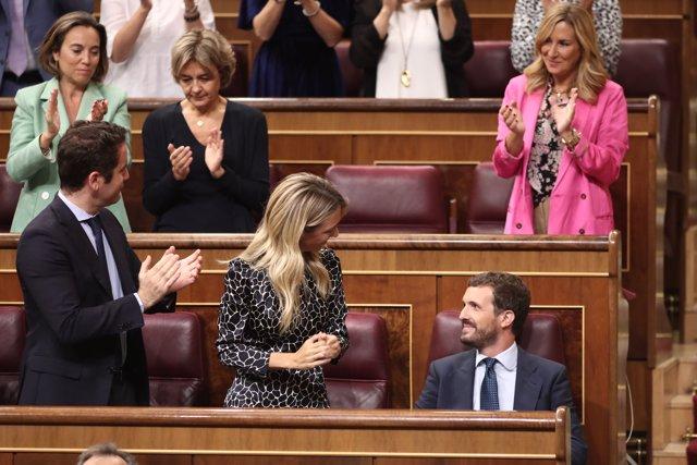 El secretario general del PP, Teodoro García-Egea (d), el presidente del partido, Pablo Casado, y la diputada del PP por Barcelona y nueva portavoz del GP en el Congreso de los Diputados, Cayetana Álvarez de Toledo (i), acuden a la reunión del Grupo Parla