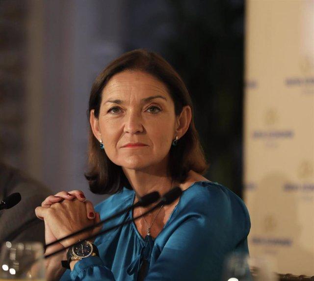 La ministra de Industria en funciones, Reyes Maroto, presenta a la Comisaria Europea de Comercio, Cecilia Malmström, en un desayuno informativo de Fórum Europa