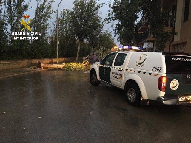La Guardia Civil rescató a 17 personas afectadas por el temporal.