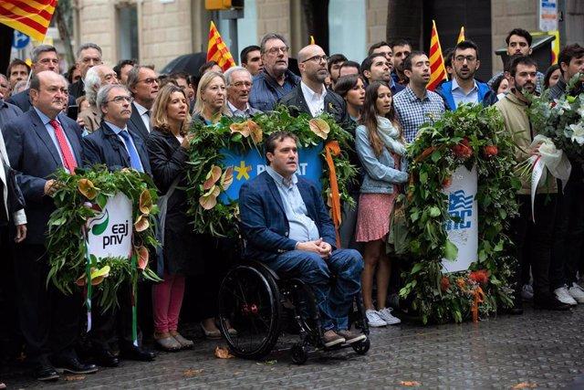 Ofrendas por la Diada: Andoni Ortuzar (PNV); Mercè Homs, David Bonvehí, Neus Munté, Xavier Trias, Artur Mas, Josep Maldonado, Josep Lluís Cleries