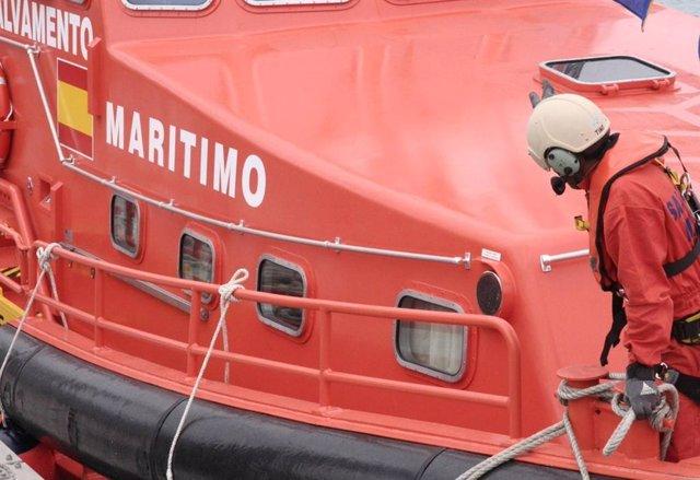 Cádiz.-Sucesos.- Reanudado el dispositivo de búsqueda del submarinista desaparec