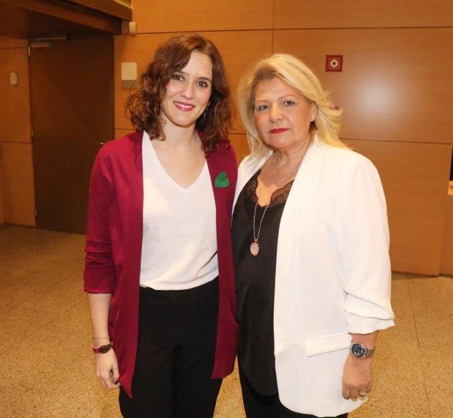Imagen de recurso de la presidenta de la Comunidad de Madrid junto a Ángeles Pedraza