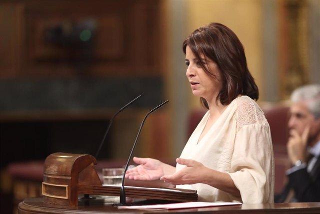 La portavoz parlamentaria del PSOE, Adriana Lastra, interviene en la sesión de control al Gobierno en funciones, en Madrid (España) a 11 de septiembre de 2019.