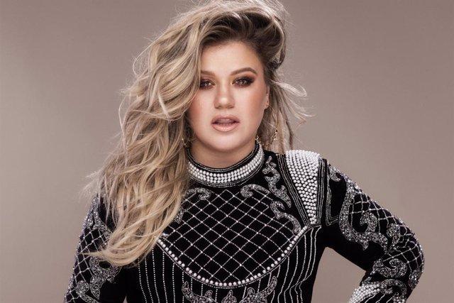 NCL nombra a Kelly Clarkson madrina de su nuevo barco, el Norwegian Encore