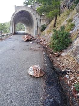 Despreniments de pedres a la carretera que creua la Serra de Tramuntana.